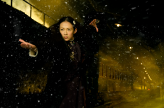 Gong Er prepares to fight Ma San. Image courtesy of Annapurna Pictures.
