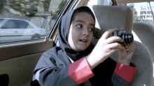 High Res Version Credit: Kino Lorber Jafar Panahi's Taxi (2015). Panahi's niece Hana Saeidi. Credit: Kino Lorber